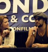 Amanda Tapping und Jason Momoa im Stargate-Panel auf der London Film and Comic Con 2013 - Moderiert wurde hier nicht. Die Fragen kamen von den Fans aus dem Publikum.